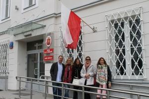 Con la bandera Polaca